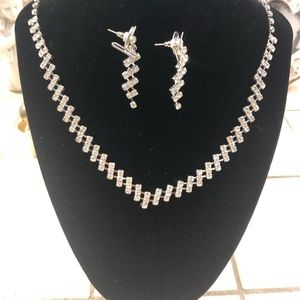 Fashion necklace with matching earrings